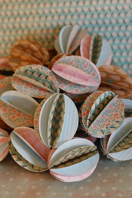 easter eggs (paper beads)