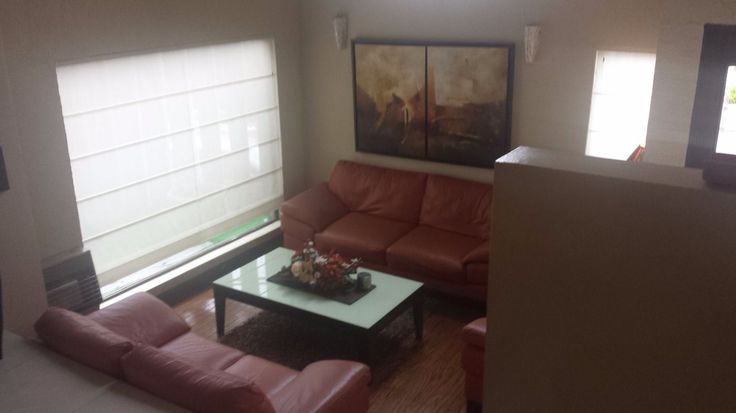 Casa con excelente ubicación, con un frente muy amplio 30 mts. por estar en esquina muy cerca de parque, a unas cuadras de principales avenidas. en l...