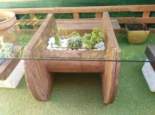 Mesa hecha con bobina de cable