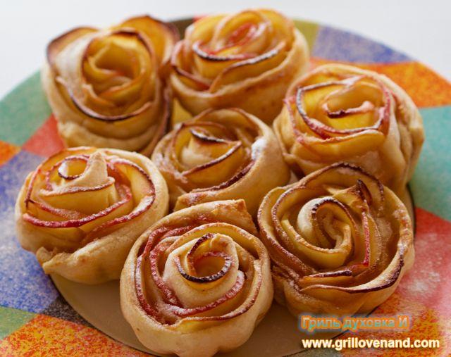Розы из слоеного теста с яблоками. Необыкновенно красивый десерт, который готовится очень просто.