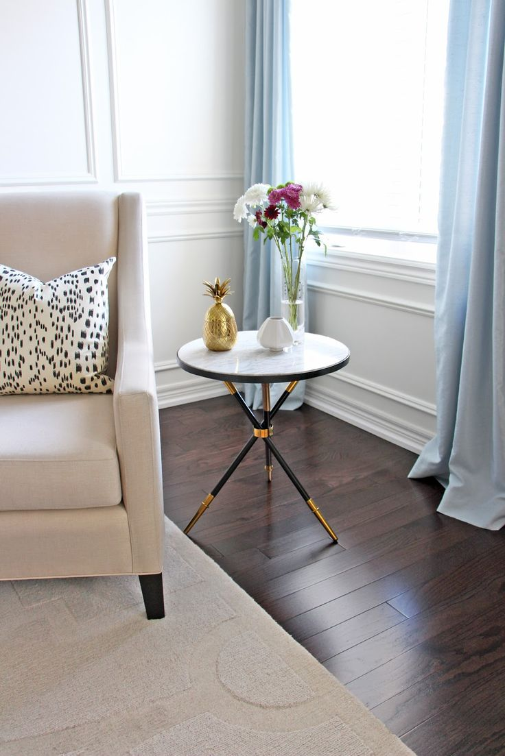 Marble side table - chic table, even for a small living room space. Love the gold pineapple decor, too!