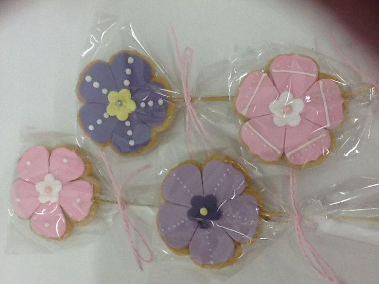 Galletas decoradas piruleta flores pastel www.ameliabakery.com