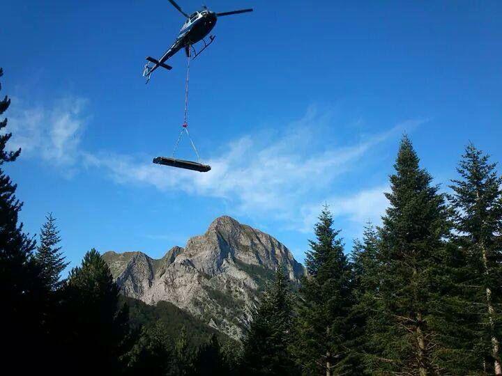 Montaggio con elicottero casa in legno Rubner giorgio.pollastrelli@rubner.com Rubner Haus