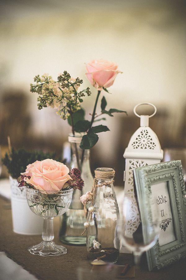 """Exemplo perfeito de uma decoração simples para casamento que garante o efeito """"uau"""": nada de objetos caros, mirabolantes ou complexos. Itens do dia a dia, reaproveitados para uma decoração que encher os olhos!"""
