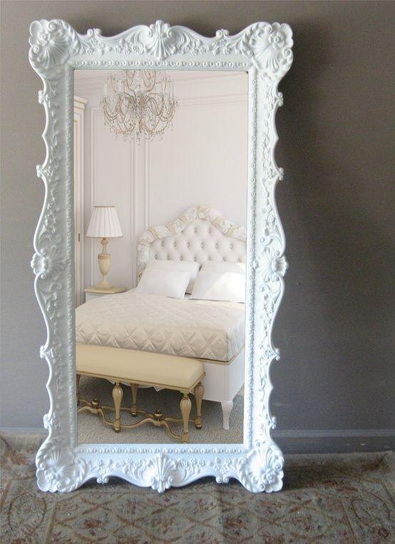 Source: lextravagance - Moldura antiga, ganha modernidade com branco.