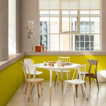 udda stolar och stark färg