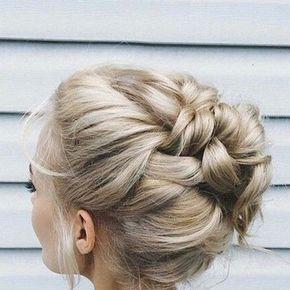 Le chignon tressé, la hairstyle bohème stylish par excellence