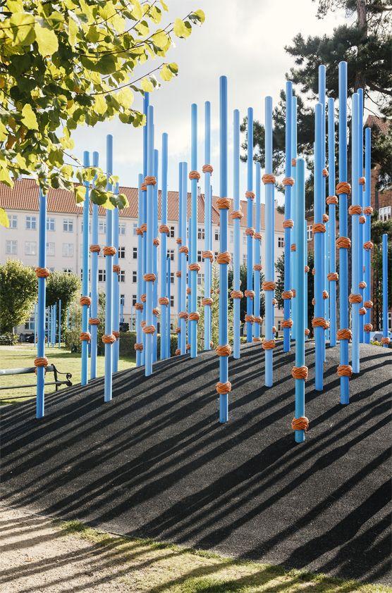 Guldbergs Plads, une forêt amusante dans la ville de Norrebro à Copenhague /  1:1 landskab