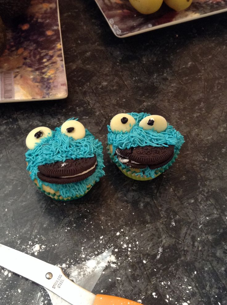 My fail attempt at Cookie Monster cupcakes... Had to do them vegan so these are the only two with eyes.... Btw Oreos are vegan :D