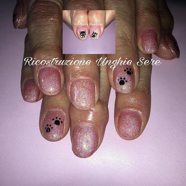 #refil #unghie #gel #geluv #rosa #olografico #pink #nail #nails #nailart #semipermanente #gattino #zampina #picoftheday #instadaily #instalike #ricostruzioneunghiesere #enailstore @enailstore_official