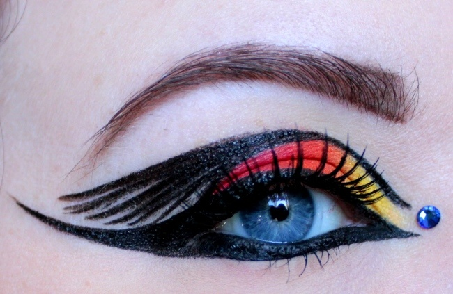 Mockingjay on Fire- Hunger Games Inspired Tutorial  Too much for me but cool nonetheless