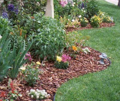 #Landscaping doesn't have to be expensive! Take a look at these #DIY projects to improve #curbappeal.