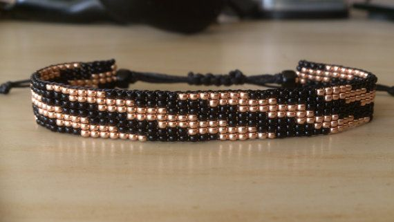 Loom beaded bracelet / Waxed cord bracelet por Suusjabeads en Etsy