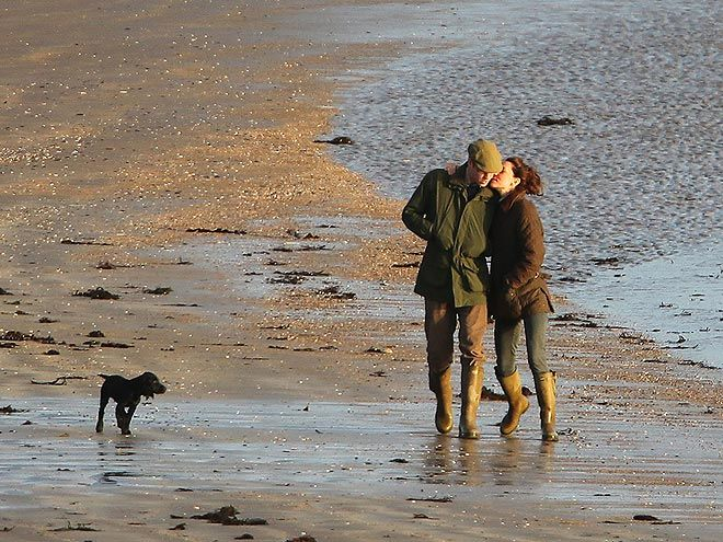 As the puppy takes in the beautiful scenery, Kate shows some tender affection for her husband.