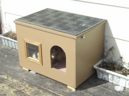 Could stack these for multiple cats. I don't know about the window in the summer but it would be good for winter.