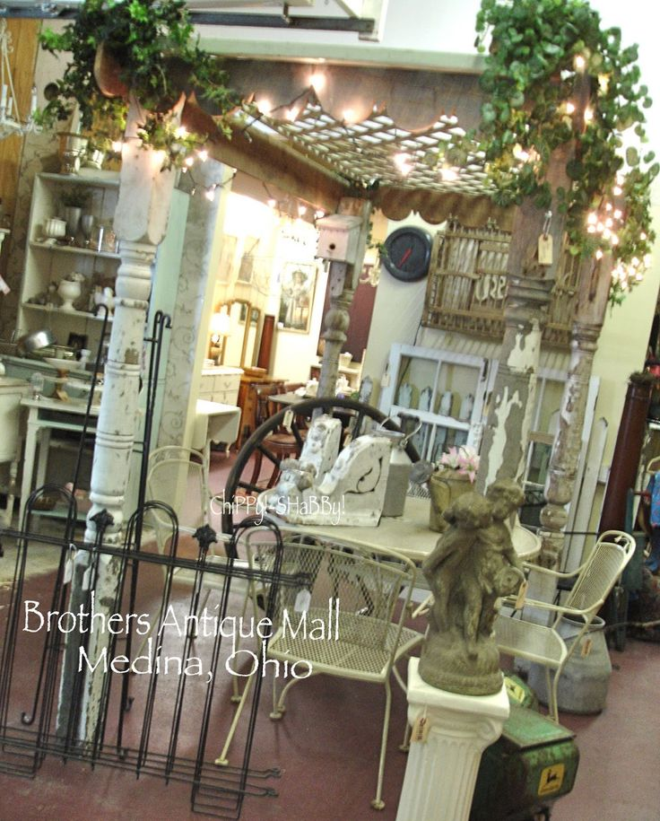 antique mall booth displays   ... SHaBBy!: SHaBBy ShoPPing O*H*I*O ~ BROTHER'S ANTIQUE MALL in Medina