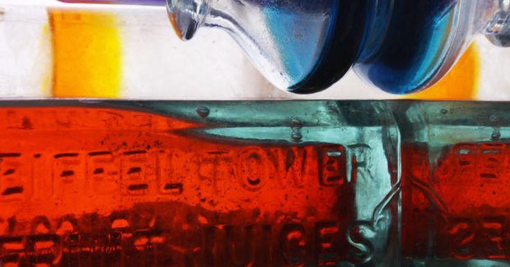 Técnicas de pintura em vidro e acrílico. Você pode criar belos presentes e itens de decoração para sua casa com estas simples técnicas de pintura em vidros e acrílico. Escolha entre esmaltar, pintar vitrais ou realizar uma pintura simples em vidro para decorar janelas ou outras superfícies acrílicas ou de vidro. Estes tipos de pintura aderem melhor em superfícies lisas e oferecem um ...