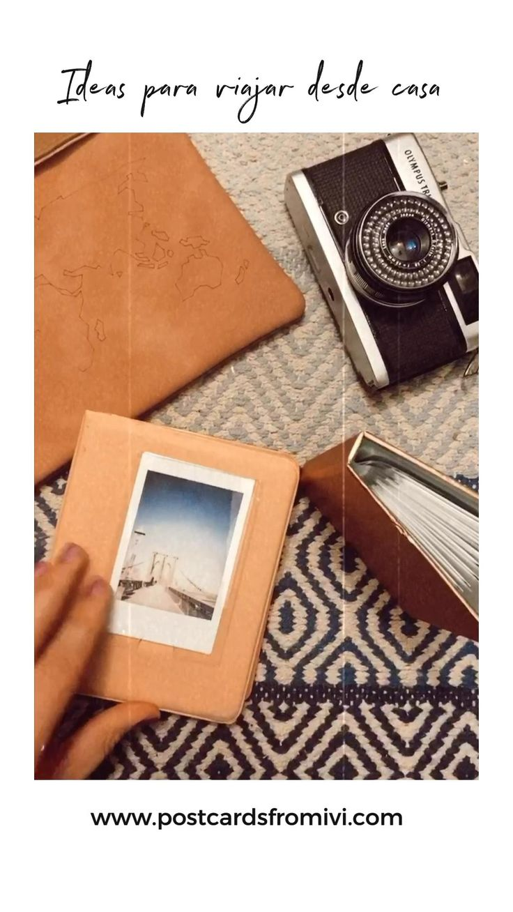 Ideas para viajar desde casa. Viajemos a través de los recuerdos. Imprimí fotos y guárdalas en álbumes o decora un rincón de tu casa. #InspírateEnCasa #viajemosdesdecass Gossip Girl, Mini Album Tutorial, Instant Camera, Book Journal, Film Photography, Mini Albums, Art Drawings, Memories, Wallet