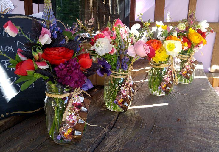 Spring Mason Jar Posies in the Farm Stand at Alchemy Farm. #masonjarposy #masonjarposies #flowerfarmer #farmstand