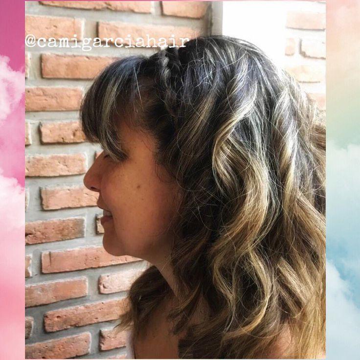 Geflochtenes Geflecht mit lockerem Haar und Wellen. Ideal für gesellschaftliche Anlässe, super bequem und ordentlich