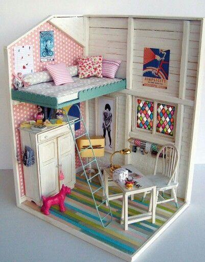 Casas de muñecas para los más pequeños. Nos encantan estas pequeñas maquetas para jugar a las muñecas y poder decorarlas a nuestro gusto con piezas actuales.