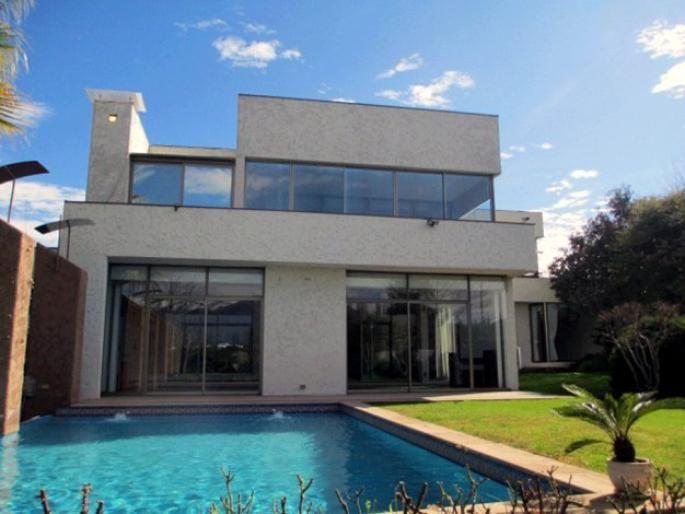 Casa mediterránea en condominio seguro Informe de Engel & Völkers | T-1422557 - ( Chile, Región Metropolitana de Santiago, Lo Barnechea, Santuario del Valle )