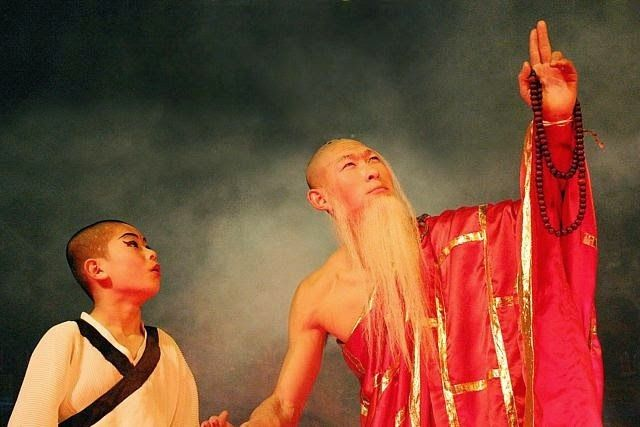 Red Theatre Beijing - The Legend of Kung Fu begins with such a story. A young boy found wandering the gates of an ancient temple. Our hero is on a path of self-discovery towards enlightenment. His journey is to be fraught with many trails and temptations. #Kungfushow #Beijing