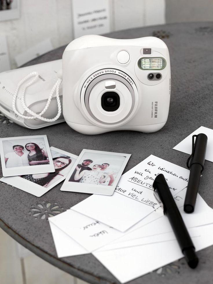 Gästebuchidee mit Sofortbildern für eure Hochzeit. Hier findet ihr tolle Ideen und die perfekte Sofortbildkamera dafür.