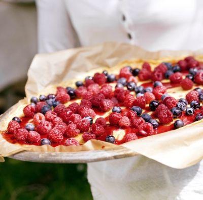 Bogyós gyümölcsök könnyű tésztaágyon / Éva Magazin