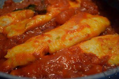Fior di Merluzzo al sugo400 g di Fior di merluzzo surgelati 400 g ca. di marzanini (conserva) oppure una scatola di datterini uno spicchio d'aglio 3 cucchiai di olio extravergine sale e prezzemolo q.b.