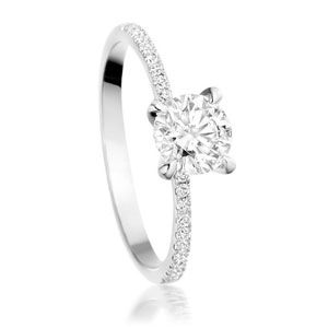 I want a ring like this... and the other 2 i just pinned that look so similiar lol!!!