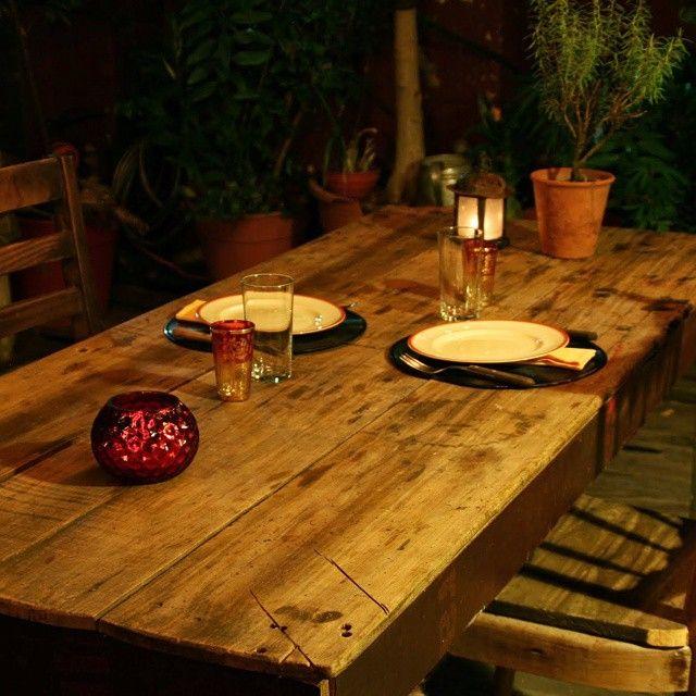 Esta noche cena solo para dos... Menu: -Wrap de hebras de pollo ahumado con ensalada de tomate y cebolla y pimientos verdes asados -Milanesas de solomillo de cerdo con patatas fritas -trufas de chocolate con crema de frutillas