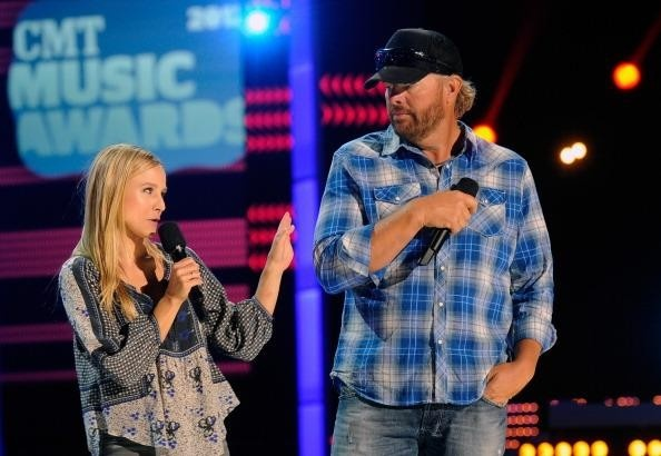 Toby Keith will co-host with actress Kristen Bell on Wednesday, June 6th at the 2012 CMT Awards during Nashville's CMA Fest  #onlyinnashville: Toby Keith