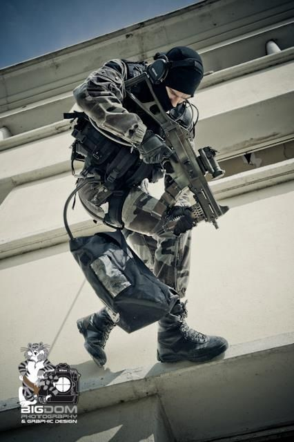 Operator with HK UMP #combat #action #activity #military #war #operator
