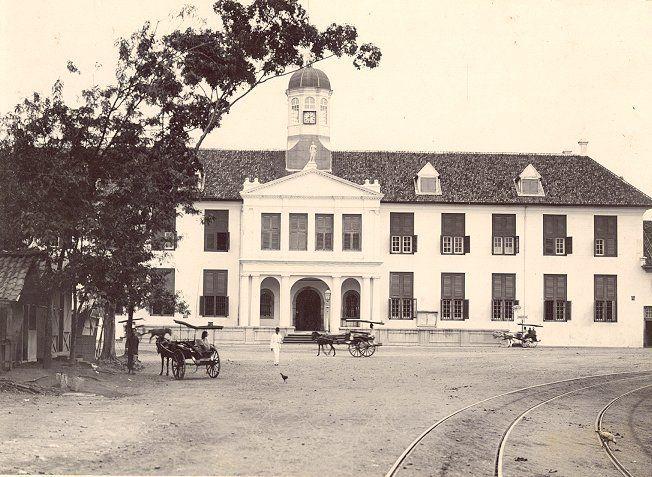 Stadhuis (sekarang Musium Fatahillah) Batavia 1880-1920.