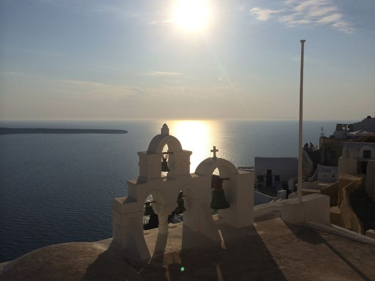 Santorini, Greece by The Wellness Wanderer #santorini #greece #island #travel #thewellnesswanderer