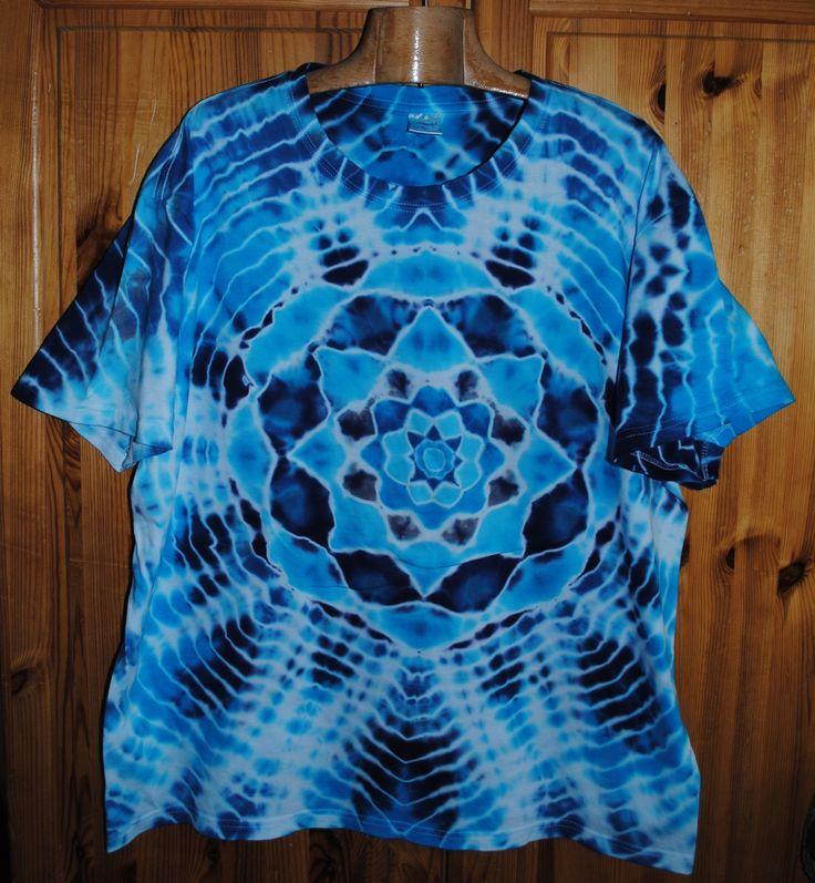 Tričko+3XL+-+Poezie+moře+Originální,+pánské,+batikované+tričko,+velikost+3XL.+130+cm+přes+prsa,+délka+73cm,+vysoká+gramáž+180g/m2.+Barveno+kvalitními+reaktivními+barvami,+praní+doporučuji+v+ruce+kvůli+možnému+zaprání+bílých+částí,+barvám+pračka+neublíží.+Možno+odebrat+a+vyzkoušet+v+Brně.
