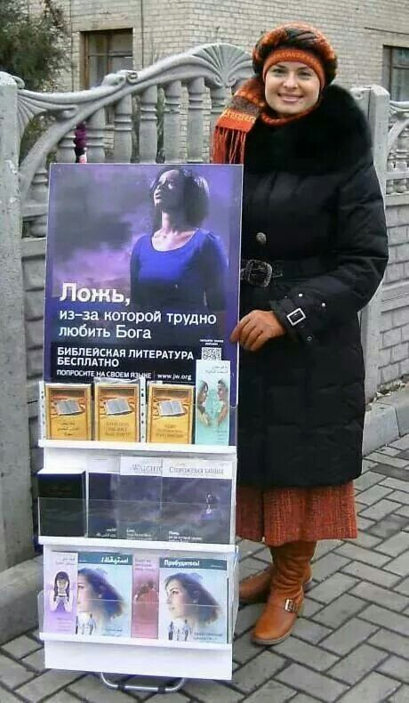 Predicación en #Rusia con el carrito. Jw.org en español.  --(Preaching with the cart in #Russia.  Jw.org)