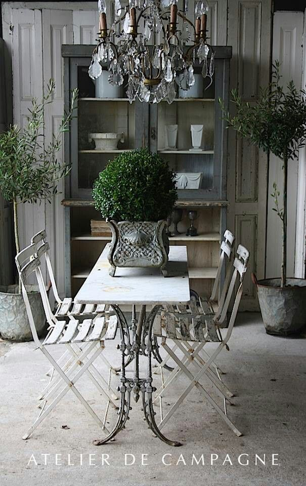 paint container I have and use as a centerpiece..........Atelier de Campagne