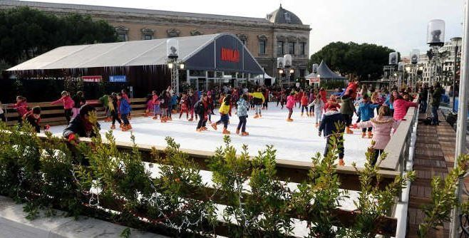 Horario y precios de la Pista de hielo de Madrid, Plaza Colón que se ha inagurado el 4 de diciembre. Una de las imágenes más conocidas de la Navidad en Nueva York es la pista de hielo del Rockefel…