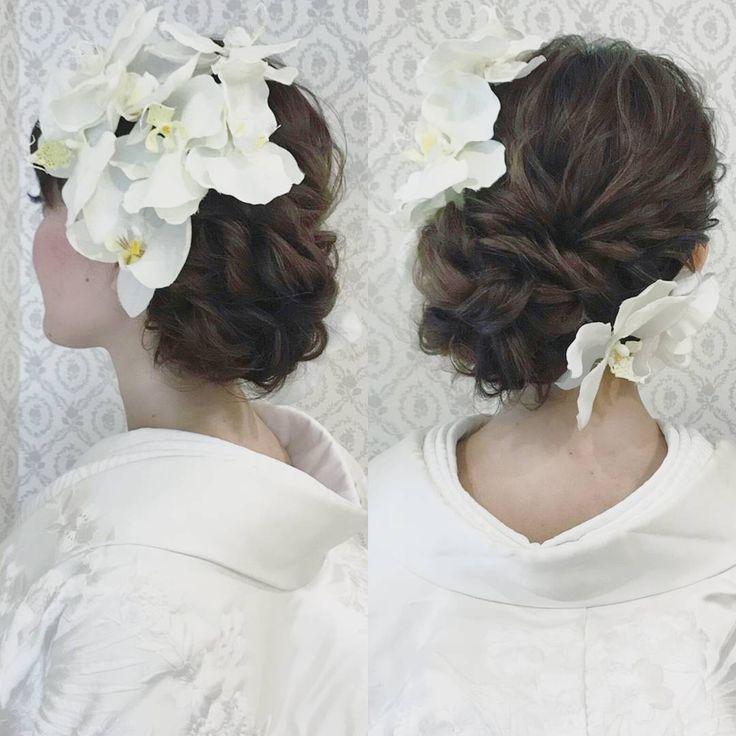 R.Y.K Vanilla EmuさんはInstagramを利用しています:「結婚式の前撮り 和装ロケーション撮影のお客様 白無垢+洋髪 少しゆるめの左寄せアップ 胡蝶蘭を沢山付けた人気スタイル #ヘア #ヘアメイク #ヘアアレンジ #結婚式 #結婚式ヘア #スタジオ撮影 #美容学生 # #バニラエミュ #セットサロン #ヘアセット #アップスタイル…」