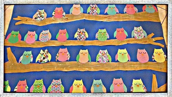 Cartellone delle presenze. I bambini ogni mattina attaccano al magnete che si trova sotto gli occhi chiusi dei gufetti i tappi di bottiglia(gli occhi aperti)!i gefetti così si svegliano!!a sign in board: when the children arrive at school in the morning they put some metallic caps(the eyes) over owls' closed eyes( i put some magnetic tape under it!)!! Now they are awake!!:-))
