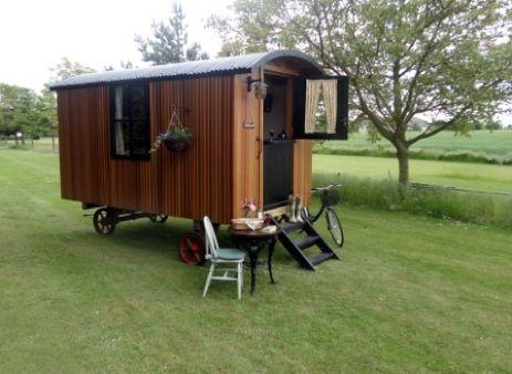 glamping-norfolk-woodstock-the-shepherds-hut-1