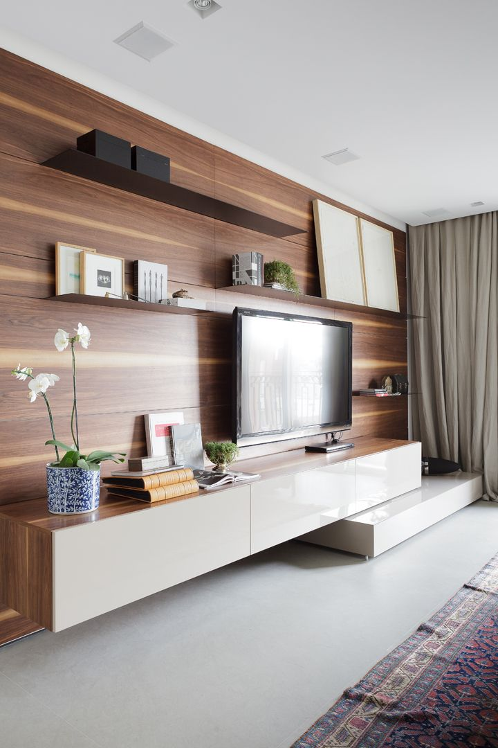 Mueble bajo volado, para TV de Consuelo Jorge Arquitetos