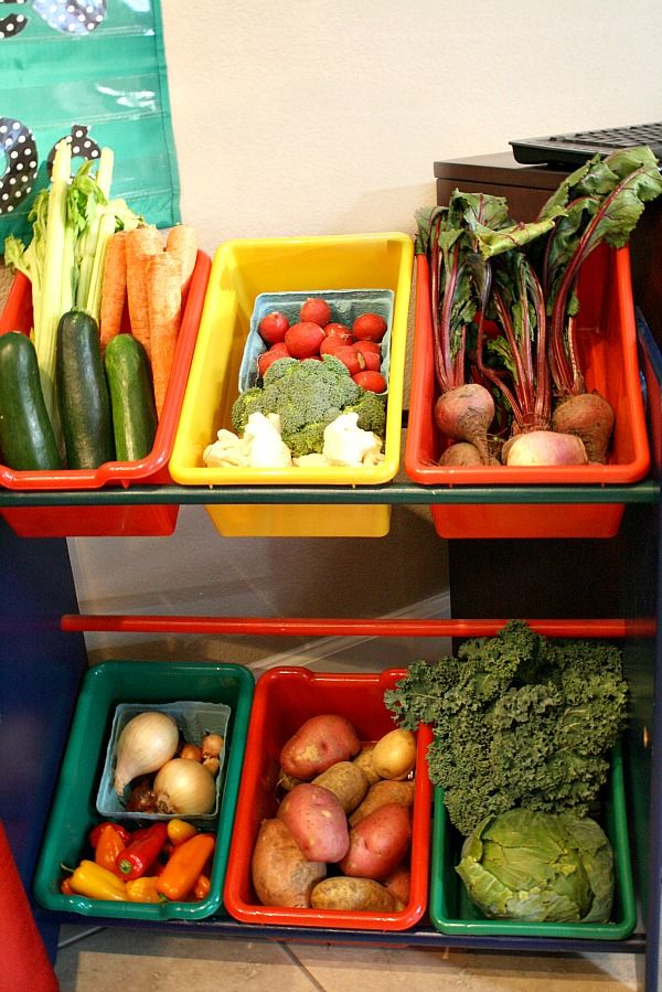 Vegetable Stand Pretend Play for Kids...use real produce so kids can explore and investigate the different vegetables. Practice concepts like sorting, counting, and colors, too.: