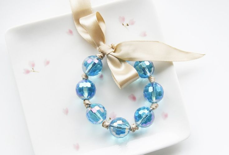 фотография 1147 Мастер-класс: браслеты из бусин и атласных лент для подружек невесты Свадебные мастер классы