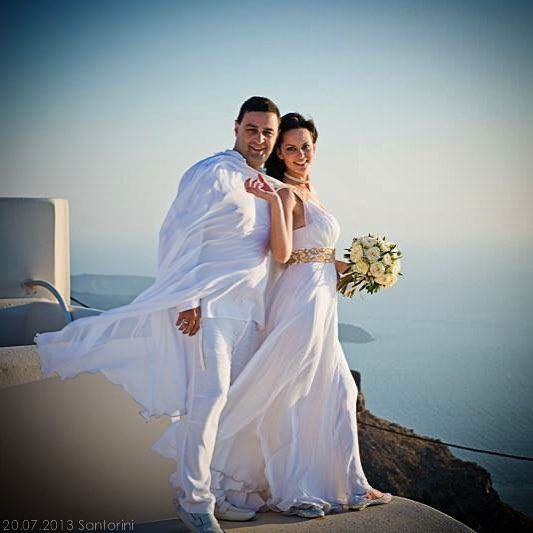 It's her smile, it's his eyes.. That's  love... #Santorini #Wedding  Photo credits: @vodesign