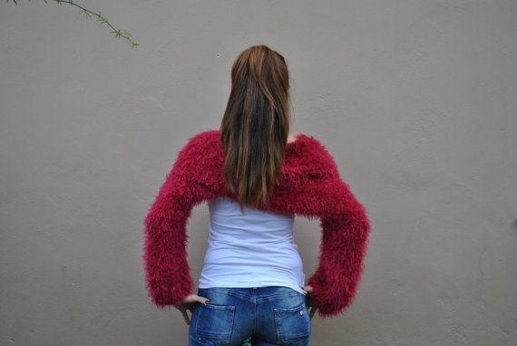 Encogiéndose de hombros envolvente rojo por ThreeBirdsSitting