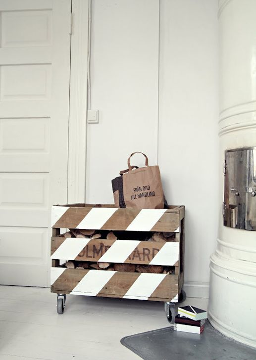 DIY / Fire Wood CrateIdeas, Toys Boxes, The White Stripes, Painting Wood, Wood Boxes, Diy, Wood Crates, Pallets Projects, Firewood Storage