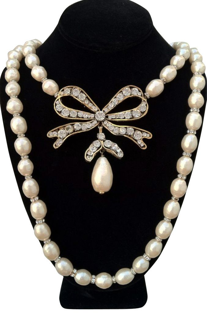 Fine Pearl Bow CHANEL Necklace 1980s